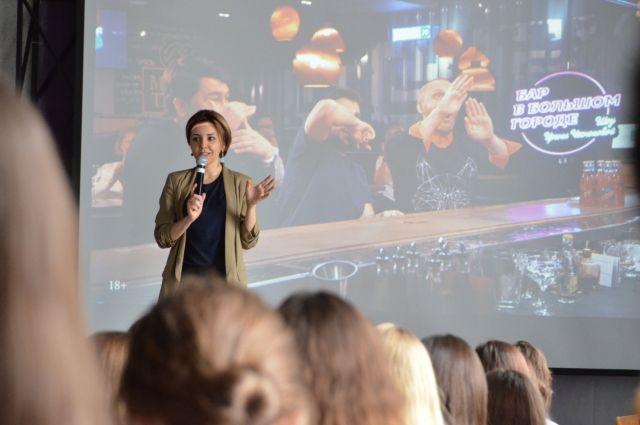 Телезвезда и теперь популярный YouTube-блогер Ирина Чеснокова приехала в родной Воронеж, чтобы поделиться секретом успеха.