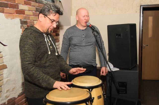 Александр Яковлев (на фото слева) и Денис Чернов.
