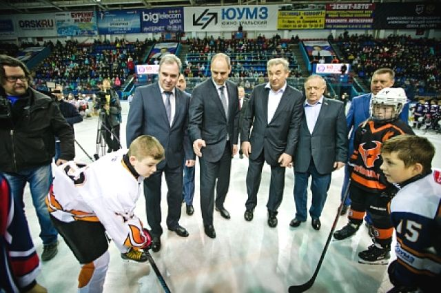В Орске Денис Паслер и Владислав Третьяк открыли хоккейный турнир