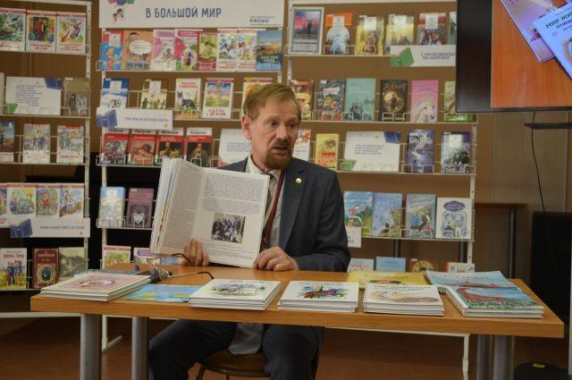 В Тюмени школьники встретились с писателем Григорием Кайгородовым