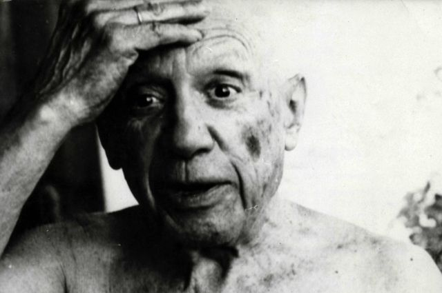 Архивная фотография художника Пабло Пикассо.