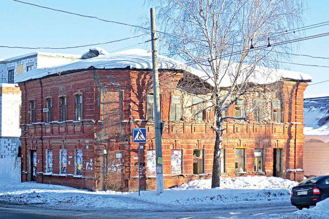 Когда-то это здание принадлежало семье мещан.