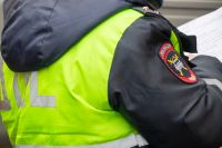 Сейчас на месте ДТП работают сотрудники ГИБДД, устанавливают все обстоятельства аварии.