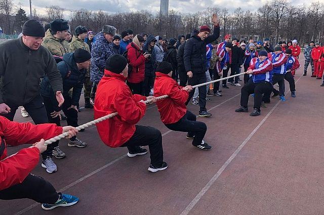Силами на фестивале росгвардейцы мерились в разных вида спорта.