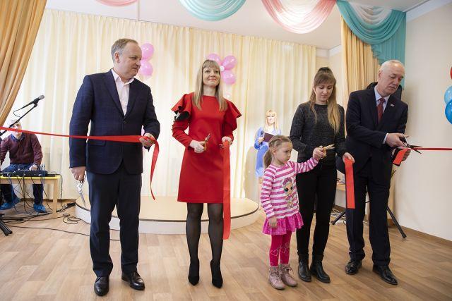 Обновлённый садик открывали взрослые и малыши.
