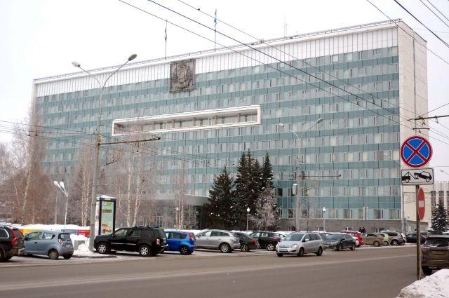 6 апреля 1994 г. состоялось первое заседание нового законодательного органа государственной власти региона. За всю историю работы Заксобрания в Прикамье приняли более трёх тысяч постановлений и законов.