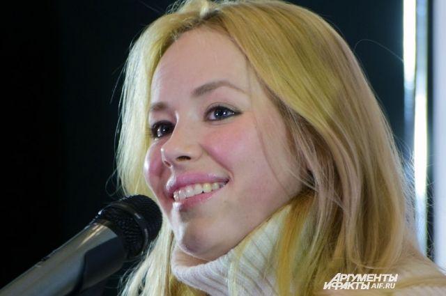 Вместе с Зоей Бербер в фотосессии приняла участие актриса Наталья Земцова.