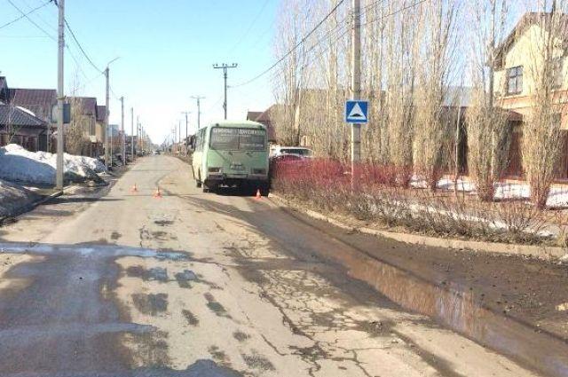 В Оренбурге пассажир автобуса упал в салоне и получил травмы.