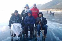 Участники похода проехали по льду около десяти километров.
