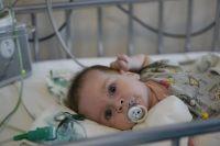 Чтобы продолжить участие в испытаниях мальчику нужно было специальное оборудование, которое поможет дышать.