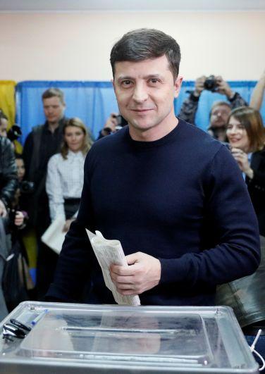 Владимир Зеленский голосует на президентских выборах на Украине.