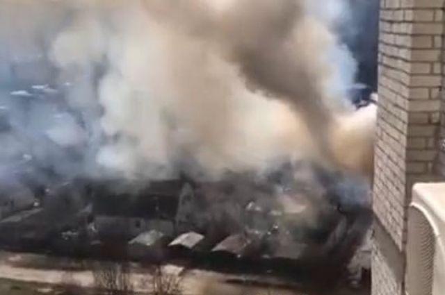 В Киеве в районе Новобеличей в жилом доме произошел пожар.