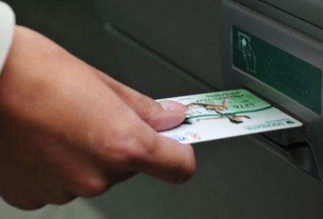 Во всех автобусах маршрута №38 появились терминалы безналичной оплаты.