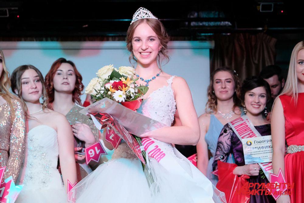 Короны победительницы и титула «Мисс старшеклассница-2018» была удостоена Карина Пирожкова из школы № 145.