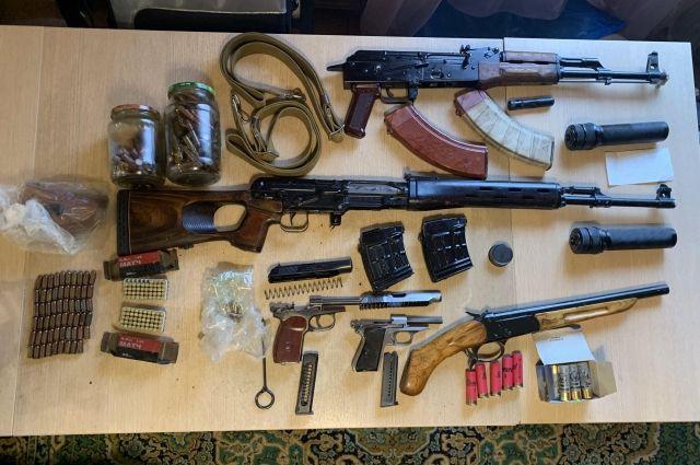 71-летнего жителя Амурска обвиняют в хранении оружия.