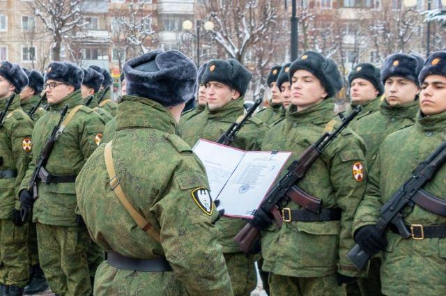Суд взыскал с солдата в пользу войсковой части стоимость невозвращенных вещей в размере 33,7 тысяч рублей.