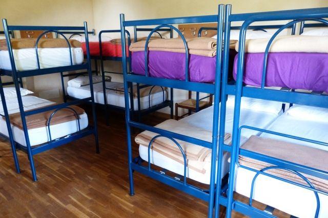 В отличие от гостиниц и отелей в хостелах предлагают формат «семейного» сервиса.