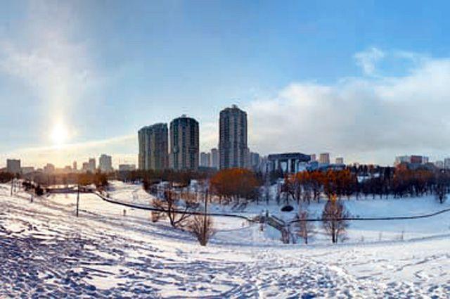 Парки в нашем районе роскошные: хоть пешком ходи, хоть на лыжах катайся…