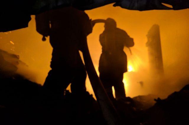 Четыре человека погибли в горящей пятиэтажке Комсомольска.