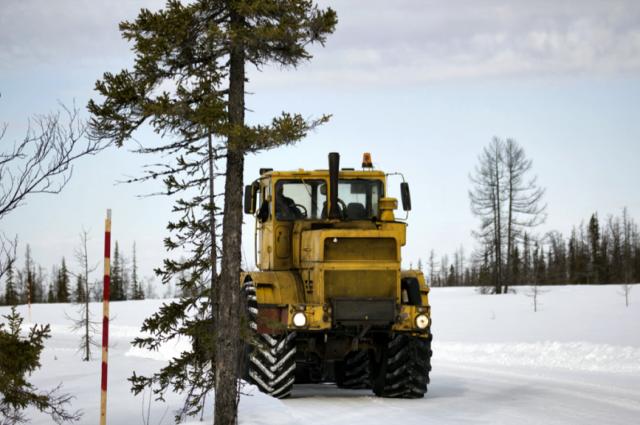 Дорожники восстанавливают проезд по зимнику Уренгой – Красноселькуп