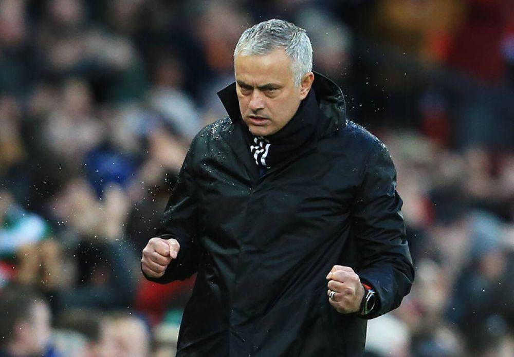 Жозе Моуринью (безработный). Доход всезоне 2018/19: 31млн евро.  Жозе Моуринью возглавил «Манчестер Юнайтед» летом 2016-го года, новдекабре 2018-го был уволен занеудовлетворительные результаты. Большая часть дохода— неустойка задосрочный разрыв контракта. Она составила 22,3 млн евро.