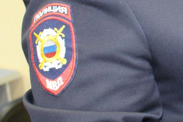 Молодой девушке порезали лицо в массовой драке в Новосибирске