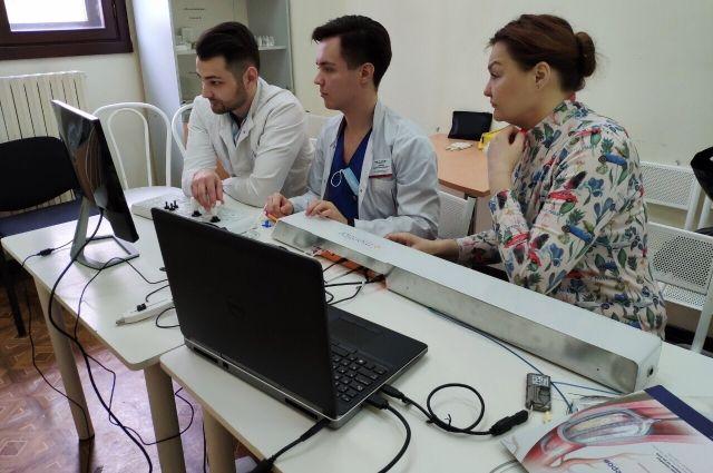 В тюменской ОКБ №1 на симуляционном курсе отработали «бескровную» хирургию