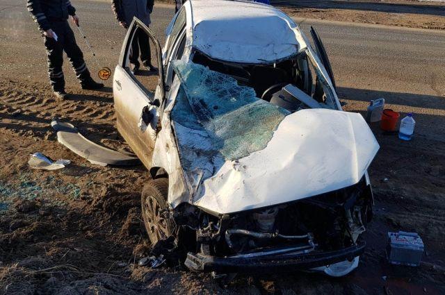 В Удмуртии на трассе опрокинулась иномарка