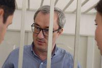 На протяжении трёх с половиной лет Вячеслав Гайзер вину не признаёт.