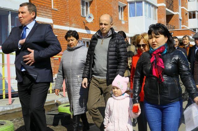 Из-за угрозы безопасности жильцы проблемного дома обратилась за помощью к Сергею Соколу.