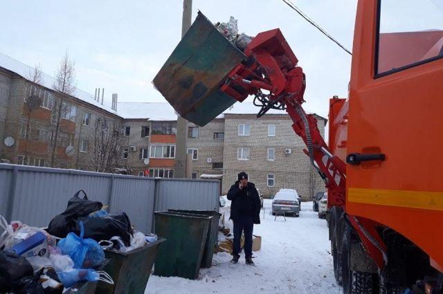 Сегодня мусор вывозится на 11 официальных полигонов по всей области.