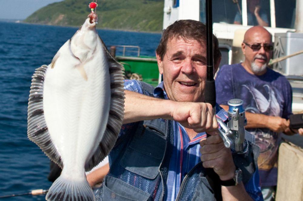 Алексей Булдаков на рыбалке в акватории залива Анива в рамках неофициальной части кинофестиваля «Сахалинский экран». 2011 г.