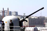 Моряки на палубе испанского фрегата F81 Santa Maria, пришвартованного у причала морского вокзала Одессы.