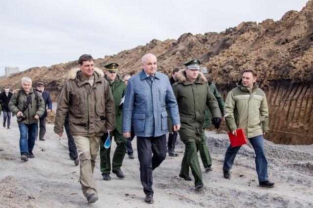 Сергей Цивилев совместно с заместителем министра обороны РФ Тимуром Ивановым осмотрел стройплощадку училища.