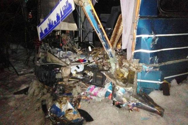 Сотрудники полиции возбудили уголовное дело по факту нарушения правил дорожного движения и эксплуатации транспортных средств, которое повлекло по неосторожности смерть человека. Проводится проверка всех обстоятельств ДТП.