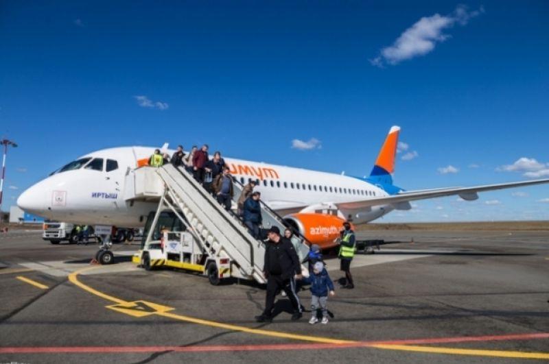 Самолет делает промежуточную посадку в Калуге, а пассажиры должны временно покинуть салон