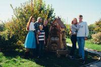Сергей Ефанов вместе со своей семьей создает сказочные домики.