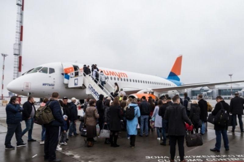 Посадка пассажиров на первый рейс в Калининград