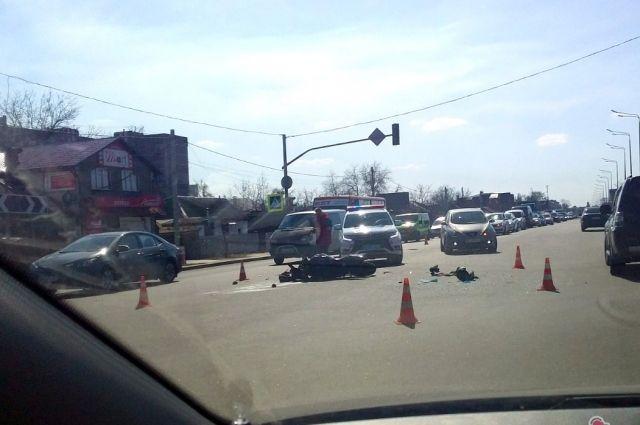 В полиции сообщили, что оба транспорта двигались на зеленый свет светофора.