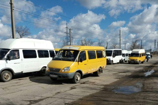 Транспорт под угрозой: в Новосибирске массово атакуют маршрутки