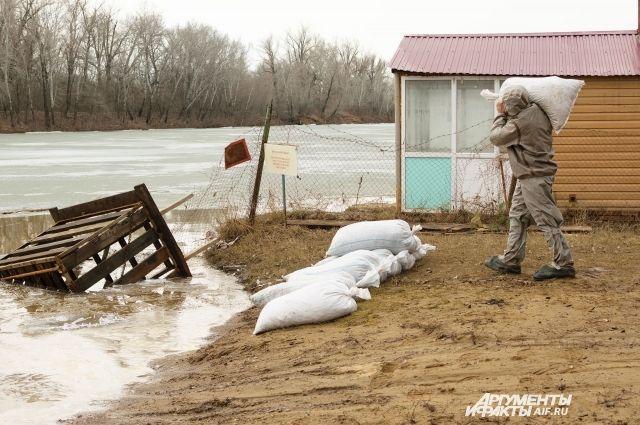 В Оренбуржье талые воды затопили еще один мост