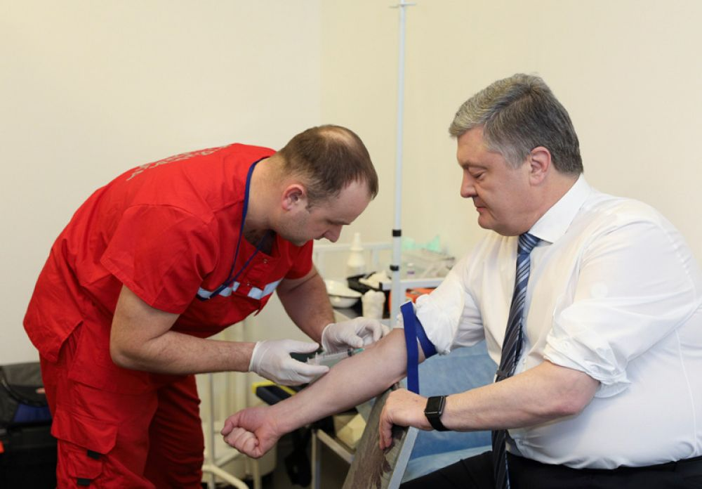 Порошенко прошел тест на стадионе «Олимпийский».