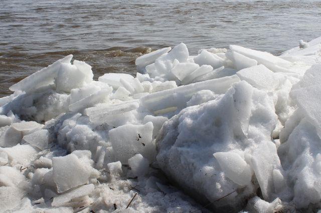 Машина провалилась под лёд в Новосибирской области