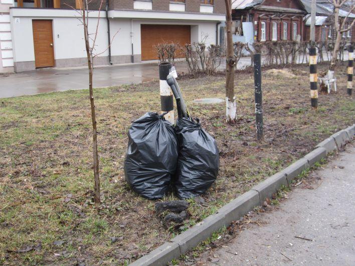 Мусор собрали на улице Лево-Лыбедской.