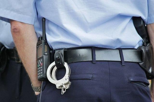 Полицейские задержали подозреваемых в грабеже.