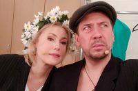 Мария Шукшина и Андрей Мерзликин в образе главных героев спектакля