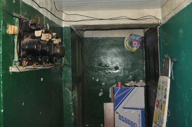 Подобное состояние жилого дома говорит о том, что УК нарушает лицензионные требования.