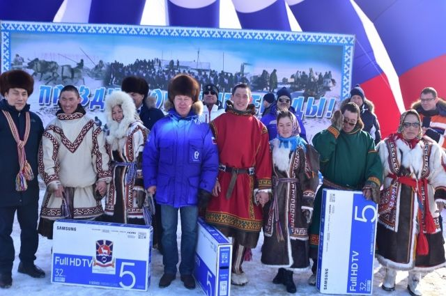 В Тазовском в День оленевода сыграли свадьбы три пары тундровиков