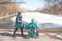 Обновлённый парк возле Мазиловского пруда удобен для прогулок  и с колясками, и с детьми.