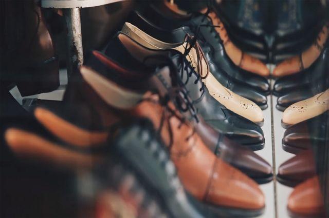 Омские полицейские изъяли 88 пар поддельной обуви